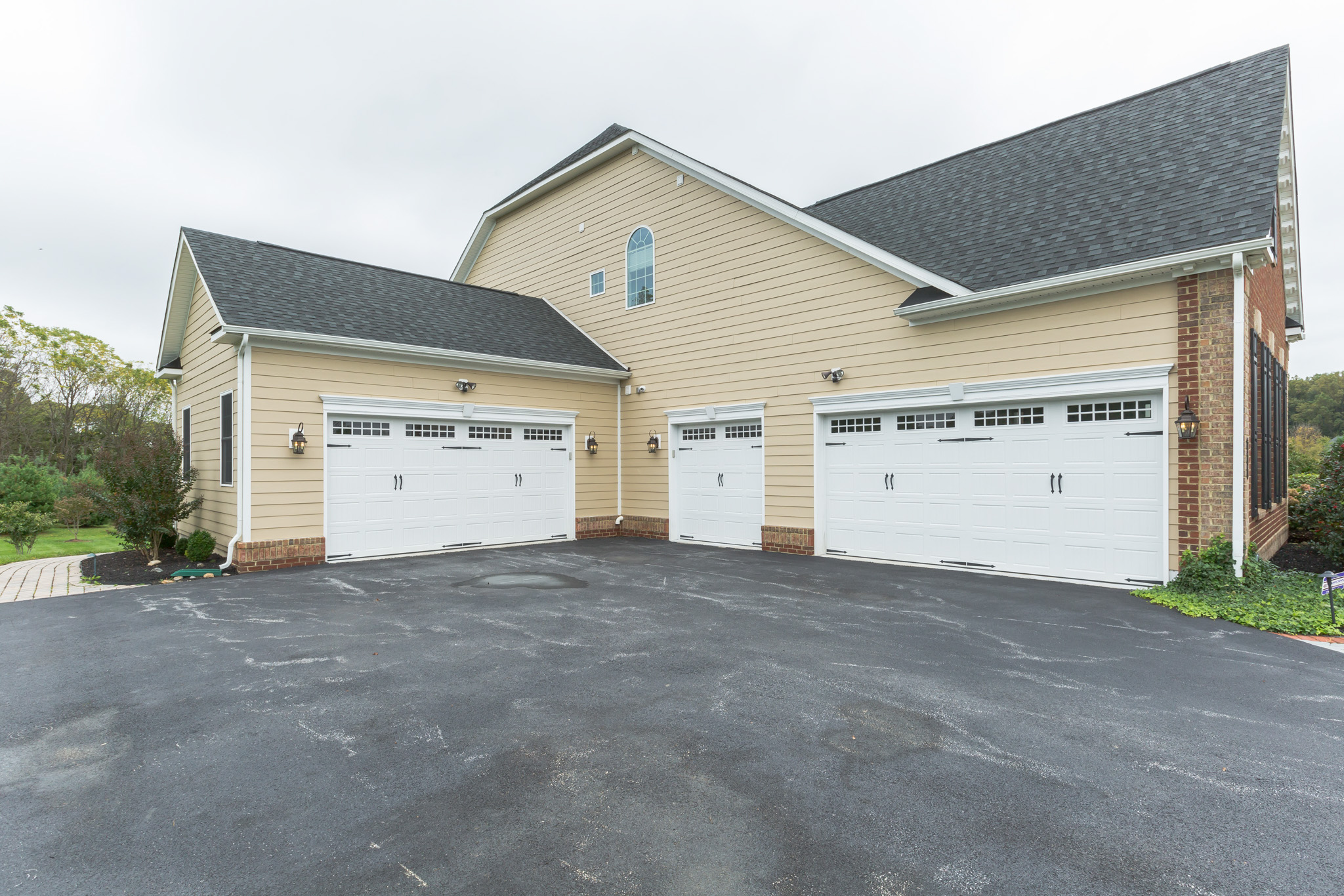 real estate photography - garage