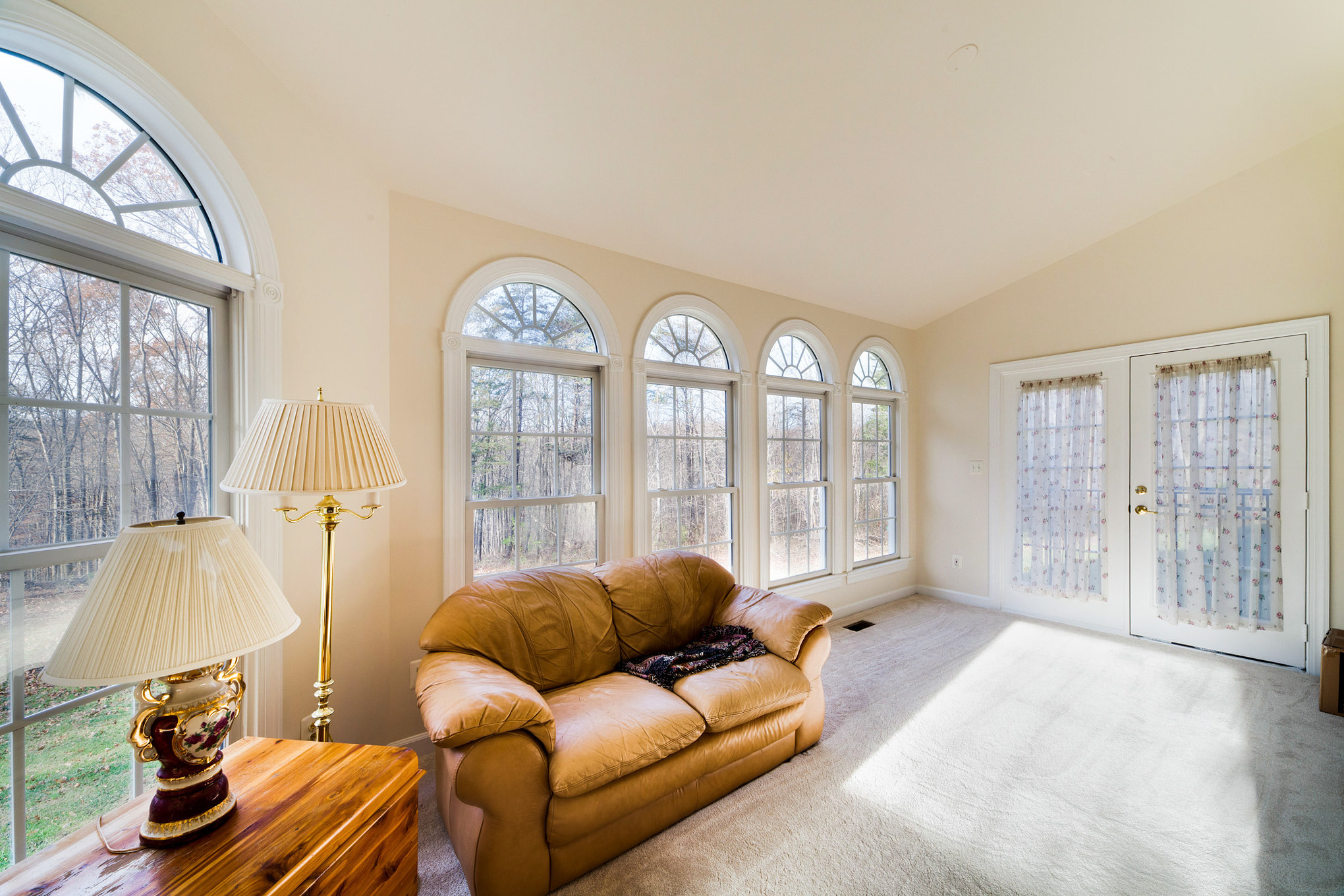 real estate photo - sitting area