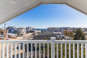 real estate photo - balcony