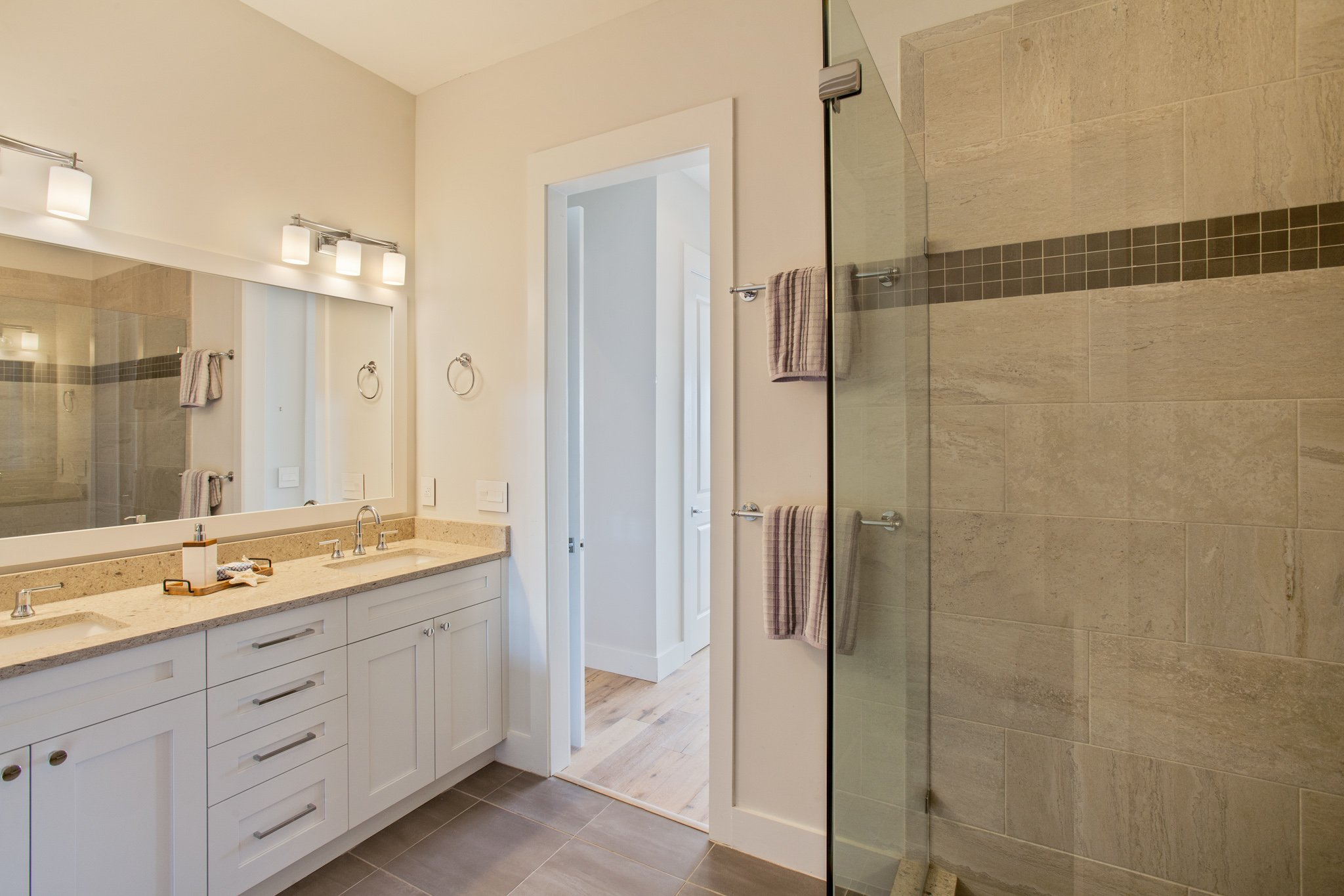 real estate photo - bathroom