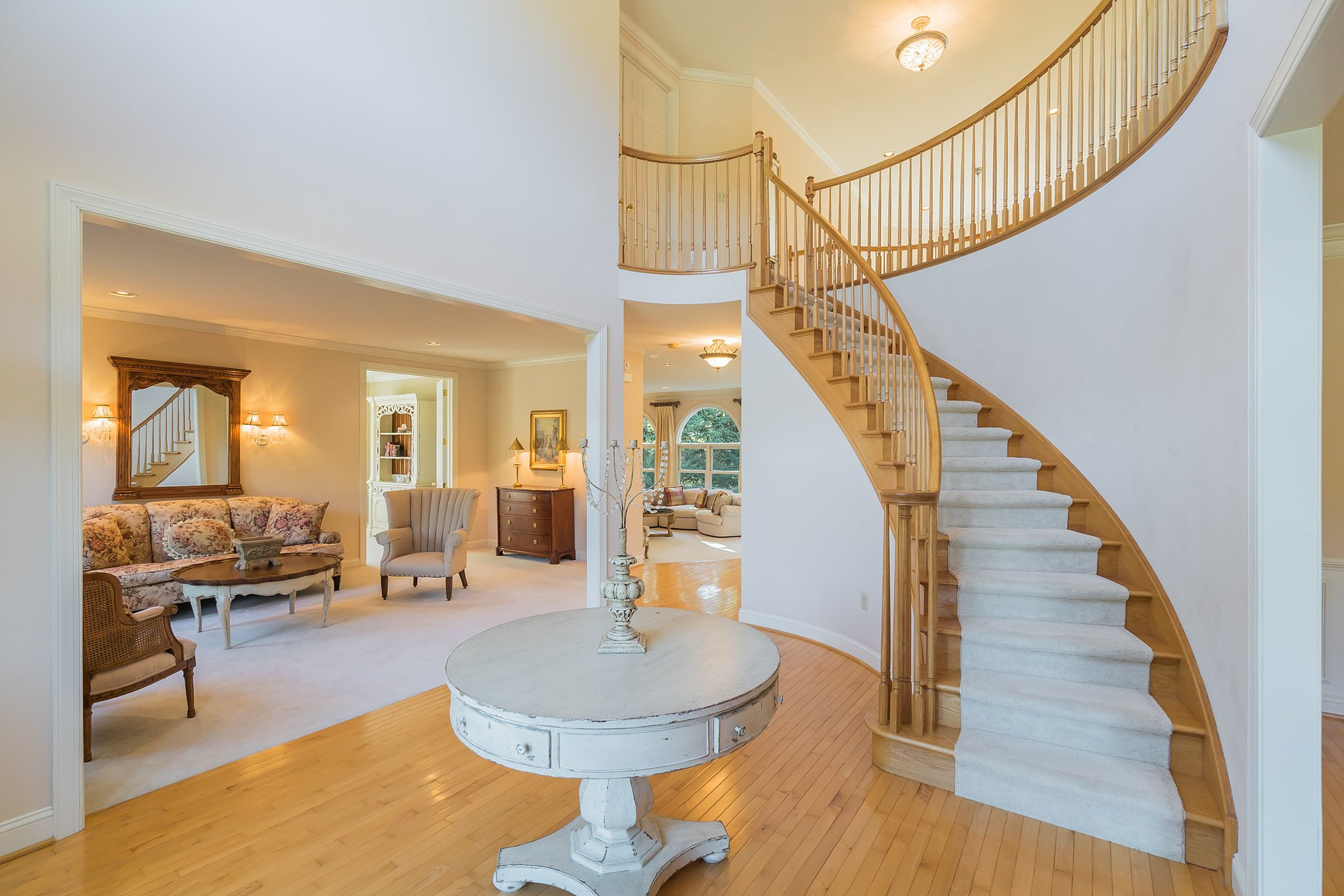 real estate photo - foyer