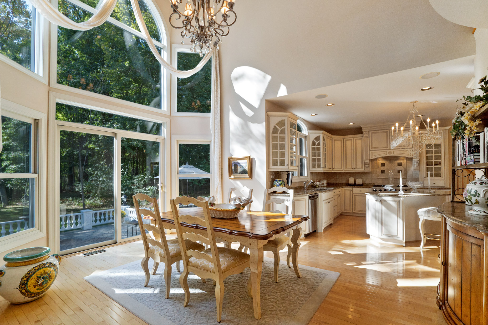 real estate photo - dining room
